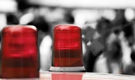 Rode lichten van een politiewagen in de grote stad Stock Afbeeldingen