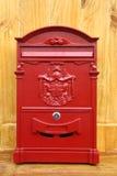 Rode metaalbrievenbus Royalty-vrije Stock Afbeeldingen