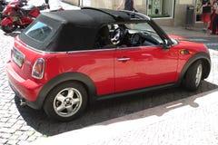 Rode Mini Cooper-auto (de versie van 2013) Stock Foto