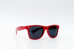 Rode modieuze zonnebril Royalty-vrije Stock Foto's