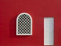 Rode Muur met Venster Stock Foto's