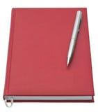 Rode notitieboekje en pen Stock Afbeeldingen