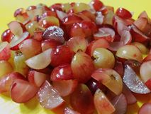 Rode omhoog Gesneden Druiven - stock fotografie