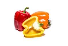 Rode, oranje en gele die peper op wit wordt geïsoleerd Stock Foto