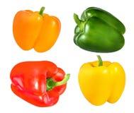 Rode, oranje, groene en gele die groene paprika's op wit worden geïsoleerd stock foto's