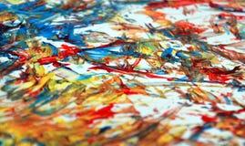 Rode oranjegele witte blauwe contrasten, de achtergrond van de verfwaterverf, abstracte het schilderen waterverfachtergrond royalty-vrije stock afbeelding