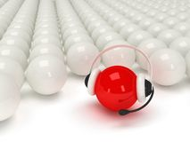 Rode orb met hoofdtelefoon en witte ballen Royalty-vrije Stock Afbeelding