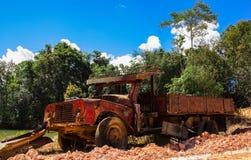Rode oude vrachtwagen Stock Afbeelding