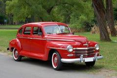 Rode ouderwetse auto Stock Foto's