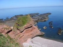 Rode overzeese klippen dichtbij Arbroath royalty-vrije stock fotografie