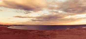 Rode overzeese Lagune in Dahab-stad, Egypte stock afbeeldingen