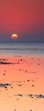 Rode overzeese zonsopgang Royalty-vrije Stock Foto's