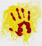 Rode palm op de gele achtergrond. Royalty-vrije Stock Afbeelding