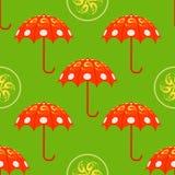 Rode paraplu's op groen naadloos patroon als achtergrond Vector seaml Stock Foto's