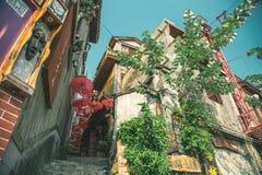 Rode Paraplu'sdecoratie in de Oude Stad van Fenghuang stock afbeelding