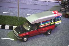 Rode Pick-up Toy Model Carrying Goods stock afbeelding