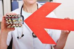 Rode pijlvoorzichtigheid tegen drugs Stock Afbeeldingen
