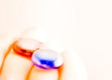 Rode pil, blauwe pil Royalty-vrije Stock Foto's