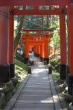 Rode poortentunnel in Kyoto Stock Afbeelding