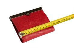 Rode portefeuille en geel meetlint Stock Afbeeldingen