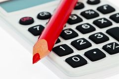 Rode potlood en calculator Stock Foto