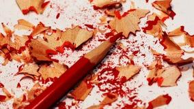 Rode potlood en kleurpotloodspaanders Royalty-vrije Stock Afbeeldingen