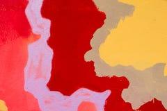 Rode, purpere, bruine en gele details van abstracte verf op een muur royalty-vrije stock afbeelding