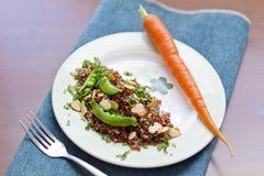 Rode Quinoa met Sugar Snap Peas Royalty-vrije Stock Afbeelding