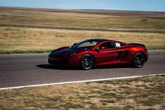 Rode raceauto op spoor Royalty-vrije Stock Afbeeldingen