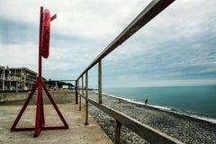 Rode reddingsboei op de pijler Royalty-vrije Stock Afbeeldingen
