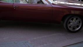 Rode retro auto stock video