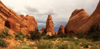 Rode rotsen in Bogen Nationaal Park, Utah, de V.S. Stock Foto's