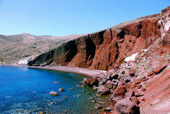Rode rotsen, strand - Santorini eiland, Griekenland Royalty-vrije Stock Fotografie