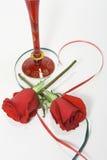 Rode rozen en cocktails Royalty-vrije Stock Foto