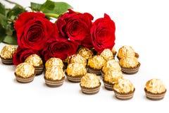 Rode rozen en gouden suikergoed Stock Afbeelding