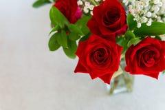 Rode rozen voor mijn liefde bij een speciale gelegenheid royalty-vrije stock foto's
