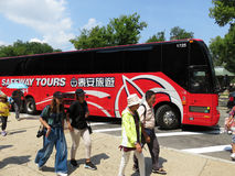 Rode Safeway-Reizenbus Stock Afbeelding