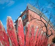 Rode scheefgetrokken piketomheining fisheye Stock Afbeeldingen