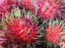Rode schil van rambutan stock afbeelding