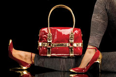 Rode schoenen en zak Stock Fotografie