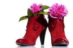 rode schoenenwhit bloemen Royalty-vrije Stock Afbeelding