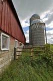 Rode schuur en silo's Stock Foto