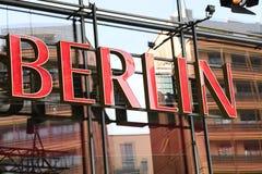 Rode signage van Berlijn Stock Foto