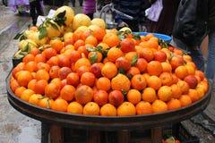 Rode sinaasappelen op straatmarkt Royalty-vrije Stock Afbeelding