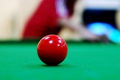 Rode snookerbal stock afbeelding