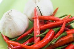 Rode Spaanse peper met knoflook Stock Fotografie