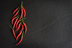 Rode Spaanse peperpeper op zwarte achtergrond Stock Fotografie