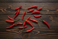 Rode Spaanse pepers op houten achtergrond Royalty-vrije Stock Afbeelding