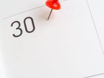 Rode speld op 30 kalenderdocument Royalty-vrije Stock Foto