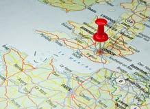 Rode speld op Londen kaart Stock Fotografie